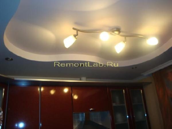ремонт кухни фото потолок